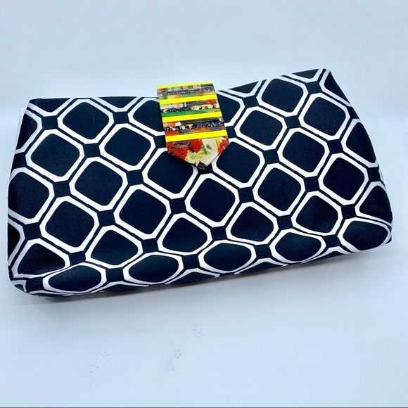 Top Beauty Clutch with artistic acrylic fastener